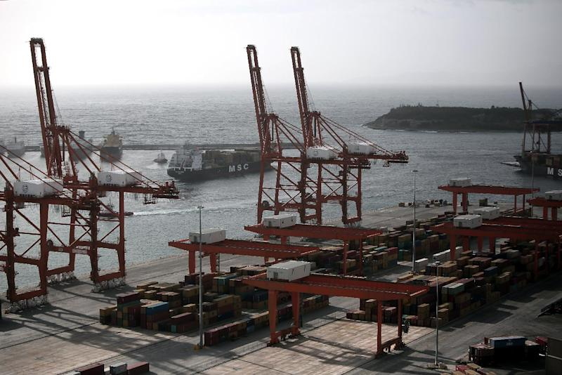 Containers in Greece's largest port in Piraeus, near Athens, on January 31, 2015 (AFP Photo/Angelos Tzortzinis)