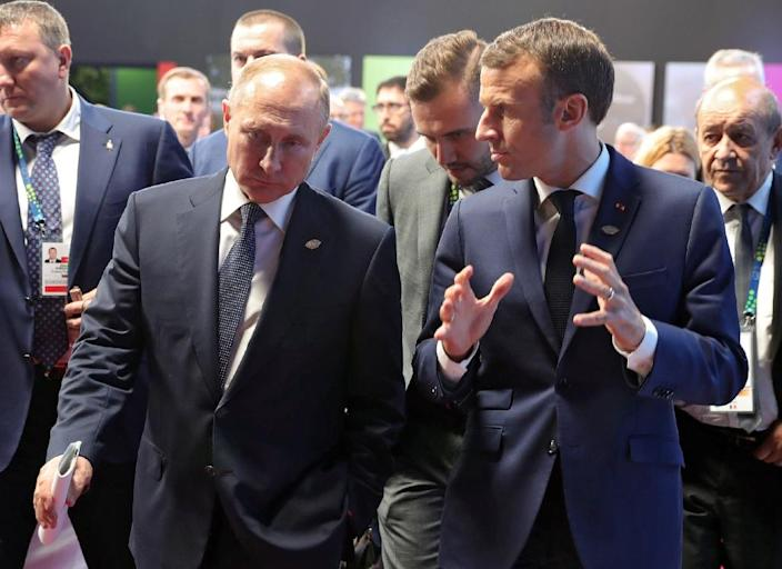 Putin (L) reportedly drew a map of the Kerch Strait off Crimea during a meeting with President Emmanuel Macron to support his claim that Ukrainian ships had intruded into Russian waters (AFP Photo/Mikhael Klimentyev)