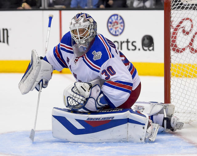 New York Rangers goalie Henrik Lundqvist, of Sweden, blocks ascot against the Los Angeles Kings during overtime in Game 2 in the NHL hockey Stanley Cup Finals in Los Angeles, Saturday, June 7, 2014. (AP Photo/Mark J. Terrill)