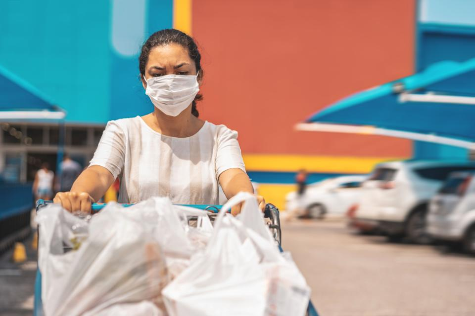 Grocery delivery workers are braving the market for those who can't or don't want to leave their homes during the pandemic. (Photo: Pollyana Ventura via Getty Images)