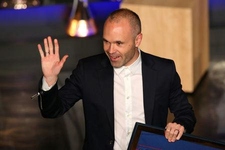 FILE PHOTO: Soccer Football - FC Barcelona Tribute to Andres Iniesta - Auditorium 1899, Barcelona, Spain - May 18, 2018 Andres Iniesta waves during the presentation REUTERS/Albert Gea