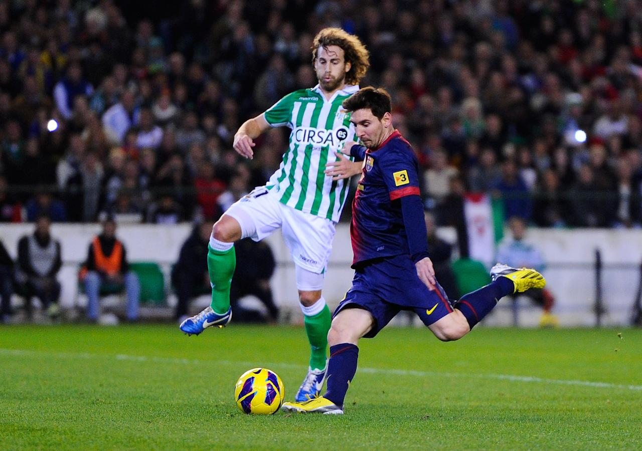 SEVILLE, SPAIN - DECEMBER 09:  Lionel Messi of FC Barcelona scores his team's second goal past Jose Alberto Canas of Real Betis Balompie, during  the La Liga match between Real Betis Balompie and FC Barcelona at Estadio Benito Villamarin on December 9, 2012 in Seville, Spain. With this goal Lionel Messi beats the 1975 scoring record set by Gerd Muller of 85 goals in one year.  (Photo by David Ramos/Getty Images)