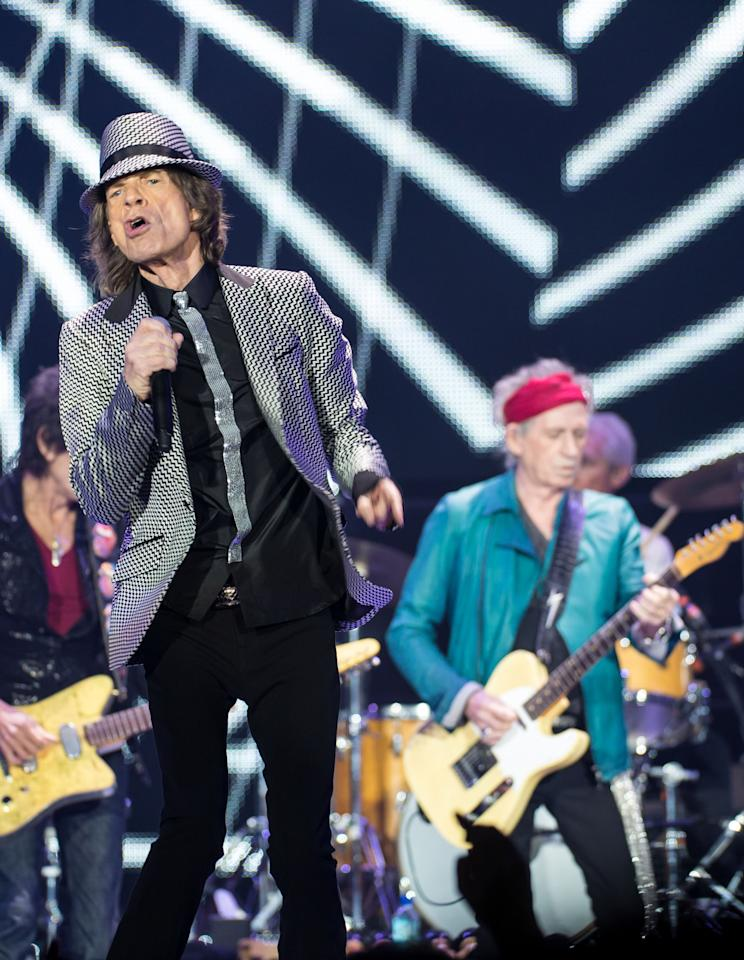 LONDON, ENGLAND - NOVEMBER 25: (STRICTLY EDITORIAL USE ONLY) Mick Jagger and Keith Richards of The Rolling Stones perform live at 02 Arena on November 25, 2012 in London, England.  (Photo by Ian Gavan/Getty Images)