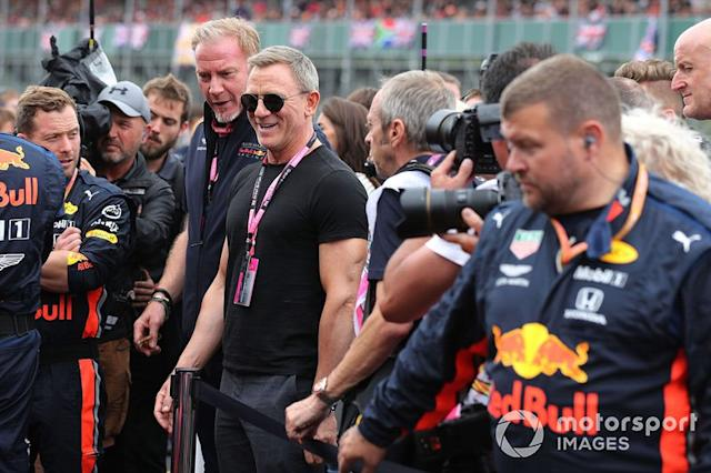 "Daniel Craig, actor en la parrilla <span class=""copyright"">JEP / Motorsport Images</span>"