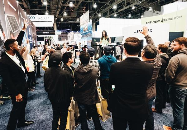Cemtrex Smartdesk CES2019:Cemtrex SmartDesk drawing massive interest at CES 2019.