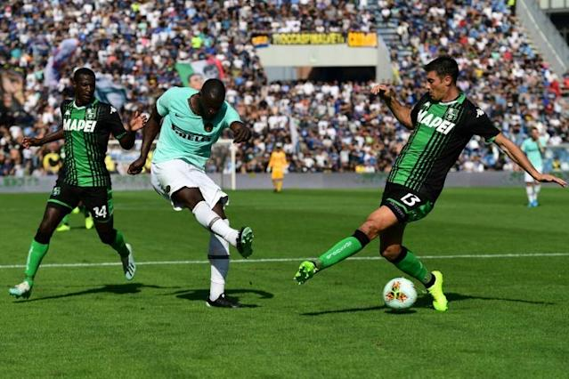 Romelu Lukaku (C) scored a brace for Inter Milan to bring his tally to five goals in eight league games. (AFP Photo/Miguel MEDINA)