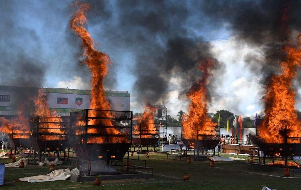 """<div class=""""paragraphs""""><p>All the 2000 plus horns, which were preserved for several years were burned today using a total of six giant gas furnaces, each with three tiers.</p></div>"""