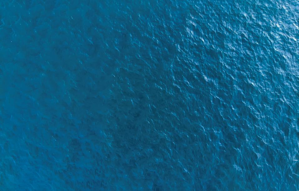 Aerial view/Ocean waves from a high angle