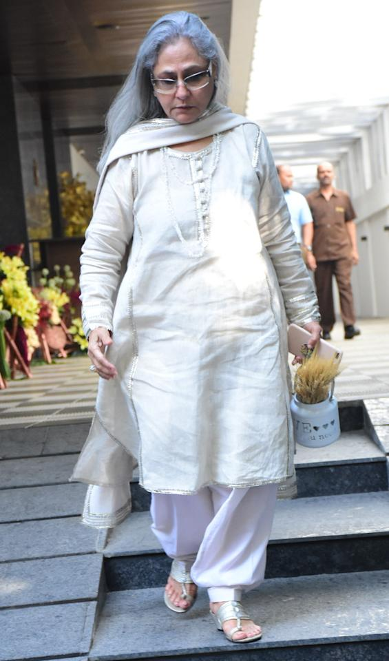 <p>Karan Johar Hosts Grand Birthday Party for Mom Hiroo </p>