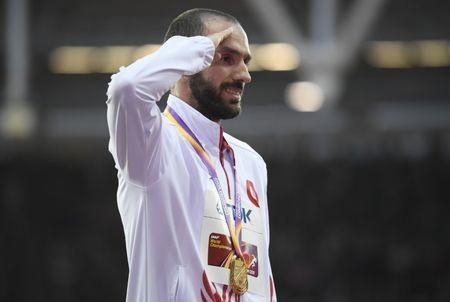 Athletics - World Athletics Championships – men's 200 metres victory ceremony – London Stadium, London, Britain – August 11, 2017 – Ramil Guliyev of Turkey (Gold) poses with the medal. REUTERS/Toby Melville