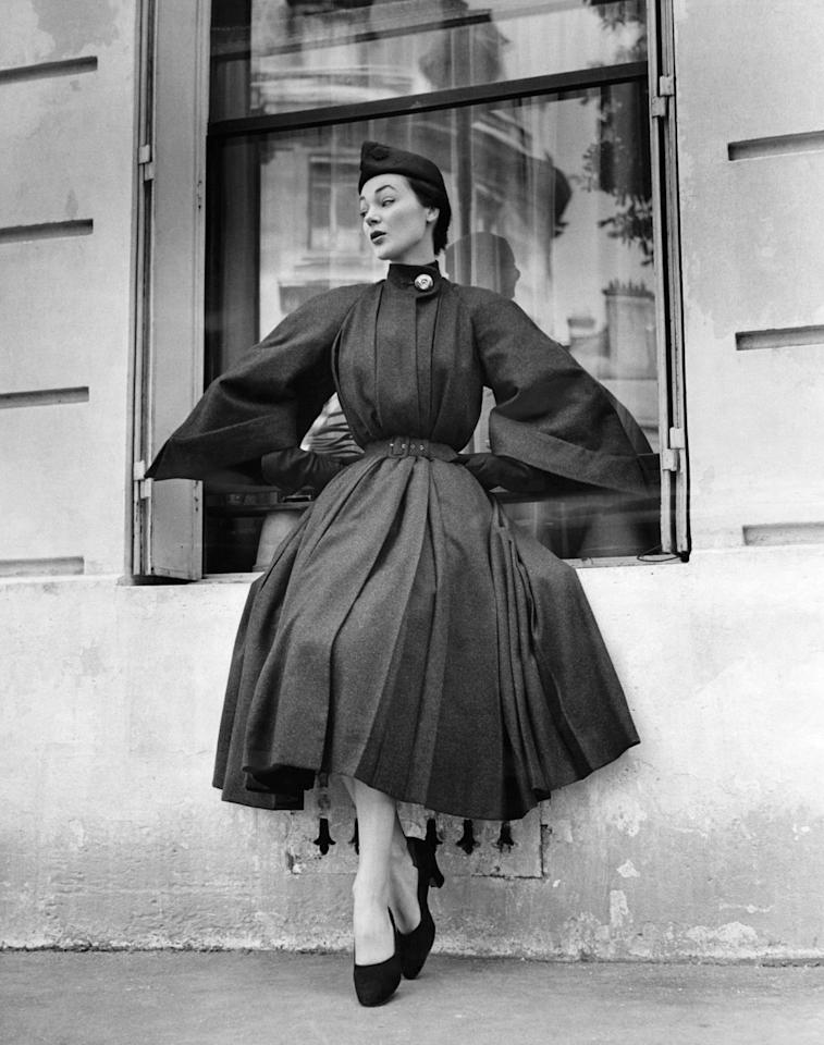 <p>French designer Jacques Heim favored pleated coats and skirts for his autumn collection in 1951.<br></p>