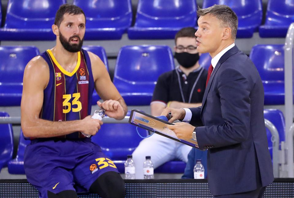 Sarunas Jasikevicius and Nikola Mirotic during the match between FC Barcelona and CSKA Moscow, corresponding to the week 1 of the Euroleague, played at the Palau Blaugrana, on 01st October 2020, in Barcelona, Spain. (Photo by  Joan Valls/Urbanandsport/NurPhoto via Getty Images)