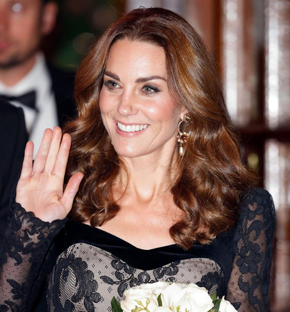 <p>For a concert at the Palladium Theatre in London, Kate went for an unexpected middle parting and tight, shiny c urls that started from the mid-lengths of her hair and went all the way to the very ends. </p>