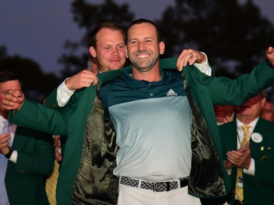 Danny Willett awards Sergio Garcia with a green jacket in 2017 (Getty)