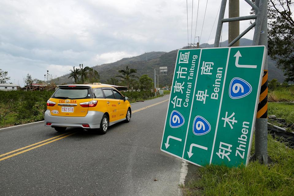 <p>A fallen road sign is seen after strong winds and rain from Typhoon Nepartak hit Taitung, Taiwan July 9, 2016. (Photo: Tyrone Siu/REUTERS) </p>