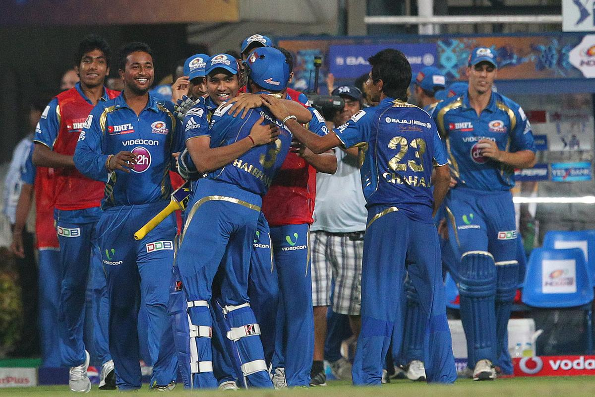 Rohit Sharma and Mumbai celebrate the win during match 33 of the Pepsi Indian Premier League between The Kolkata Knight Riders and the Mumbai Indians held at the Eden Gardens Stadium in Kolkata on the 24th April 2013. (BCCI)