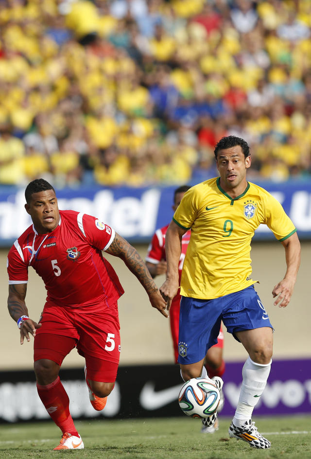 Brazil's Fred, right, fights for control of the ball with Panama's Roman Torres during a friendly soccer match at the Serra Dourada stadium in Goiania, Brazil, Tuesday, June 3, 2014. (AP Photo/Andre Penner)