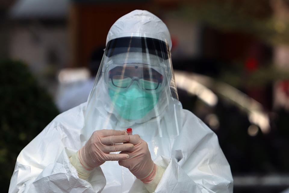 SURABAYA, INDONESIA - JULY 20, 2020 : Medical worker taken sample someone during Swab test Covid-19 amid concerns of the COVID-19 coronavirus outbreak in Surabaya, East Java province, Indonesia, on July 20, 2020. - PHOTOGRAPH BY Budiono / Sijori images/ Barcroft Studios / Future Publishing (Photo credit should read Budiono,/ Sijori images/Barcroft Media via Getty Images)