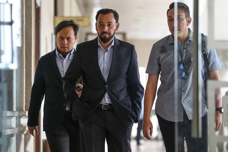 Datuk Amhari Efendi Nazaruddin (centre) is pictured at the Kuala Lumpur High Court Complex , September 10, 2019. ― Picture by Yusof Mat Isa