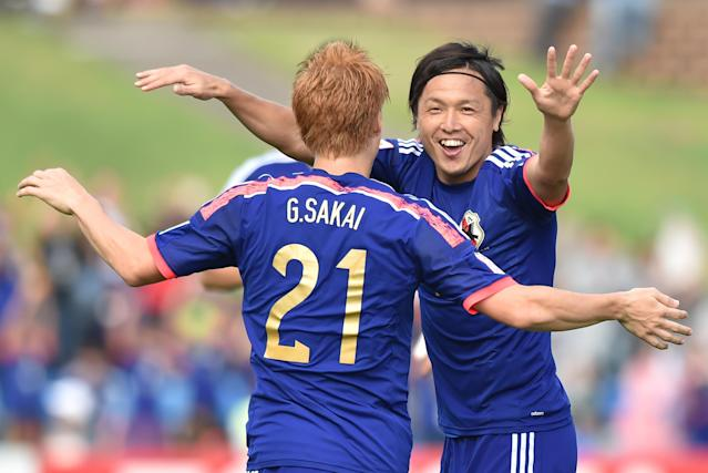 Japan's Yasuhito Endo (R) celebrates scoring a goal with teammate Gotoku Sakai during their AFC Asian Cup Group D match against Palestine, in Newcastle, Australia, on January 12, 2015 (AFP Photo/Peter Parks)
