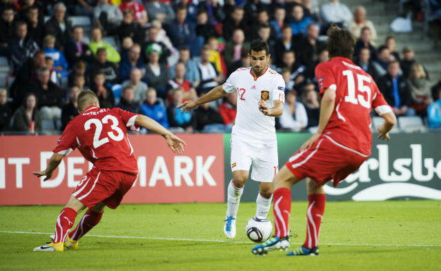 Spain's Martin Montoya (C) vies with Switzerland's Timm Klose (R) and Gaetano Berardi during the UEFA Under-21 European Championship final match Spain vs Switzerland at the Aarhus Stadium, on June 25, 2011. AFP PHOTO/JONATHAN NACKSTRAND (Photo credit should read JONATHAN NACKSTRAND/AFP/Getty Images)