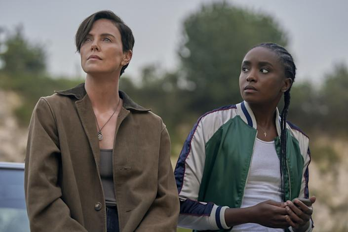 """Charlize Theron (""""Andy""""); Kiki Layne (""""Nile"""") in """"The Old Guard."""" <span class=""""copyright"""">(AIMEE SPINKS/NETFLIX)</span>"""
