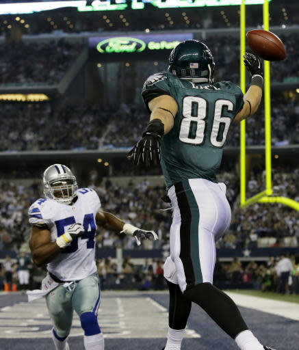 Philadelphia Eagles tight end Zach Ertz (86) misses a pass to the end zone as Dallas Cowboys outside linebacker Bruce Carter (54) defends during the second half of an NFL football game, Sunday, Dec. 29, 2013, in Arlington, Texas. (AP Photo/Tony Gutierrez)