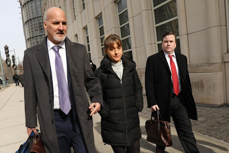 NEW YORK, NEW YORK - FEBRUARY 06: Actress Allison Mack leaves the Brooklyn Federal Courthouse with her lawyers after a court appearance surrounding the alleged sex cult NXIVM on February 06, 2019 in New York City. Along with Clare Bronfman, heiress of the Seagram's liquor empire, Mack and other defendants were arrested last year and accused of having helped operate a criminal enterprise for self-help guru Keith Raniere, who has been charged with sex trafficking. (Photo by Spencer Platt/Getty Images)