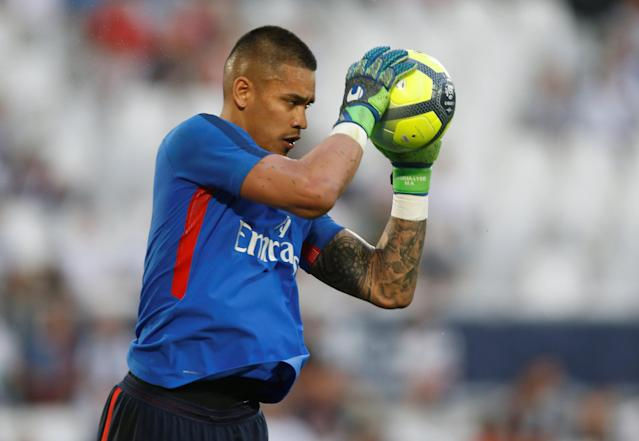 Soccer Football - Ligue 1 - Bordeaux v Paris St Germain - Matmut Atlantique, Bordeaux, France - April 22, 2018 Paris Saint-Germain's Alphonse Areola during the warm up before the match REUTERS/Regis Duvignau