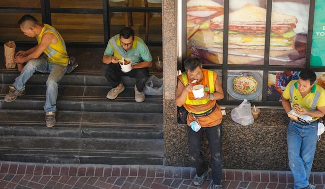 Workers having their lunch in Admiralty on Thursday. Photo: Sam Tsang