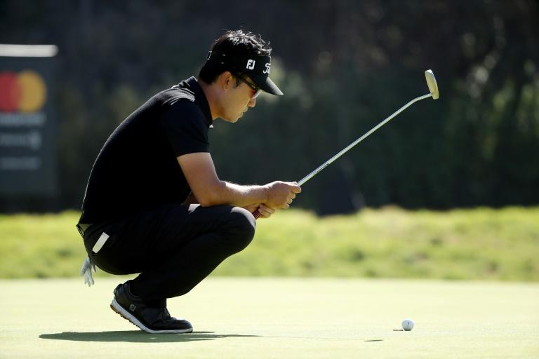 Kevin Na's back-to-back birdies at 10 and 11 saw him move to 11-under, but his bid stalled with a brace of bogeys at 12 and 13 at the Genesis Open