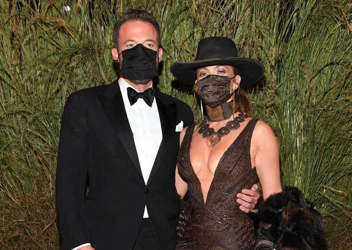 Ben and Jennifer wear masks and elegant clothing while attending the Met Gala