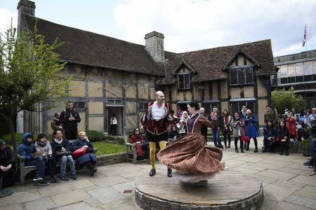 Tourists watch actors perform at the house where William Shakespeare was born during celebrations to mark the 400th anniversary of the playwright's death in Stratford-Upon-Avon, Britain, April 23, 2016. REUTERS/Dylan Martinez
