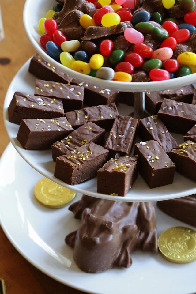 "<p>Make a batch of <a href=""https://www.popsugar.com/food/Chocolate-Fudge-Recipe-26204827"" class=""ga-track"" data-ga-category=""Related"" data-ga-label=""https://www.popsugar.com/food/Chocolate-Fudge-Recipe-26204827"" data-ga-action=""In-Line Links"">chocolate fudge</a> and sprinkle some edible gold stars on top for a touch of magic.</p>"