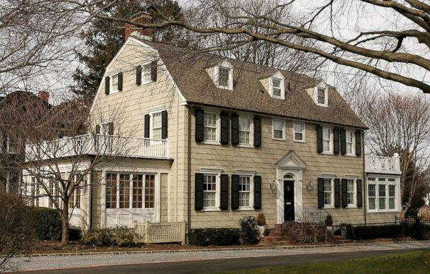 PHOTO: The house that inspired the film 'The Amityville Horror,' at 112 Ocean Avenue in the town of Amityville, N.Y., is pictured, March 31, 2005. (Paul Hawthorne/Getty Images)