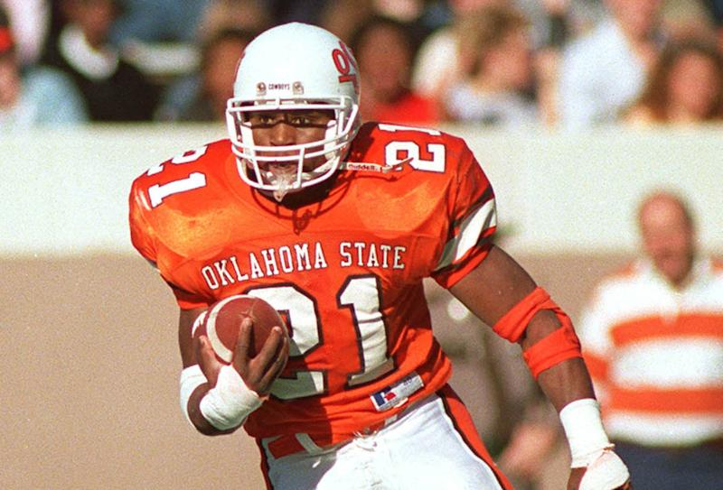 STILLWATER, OK - 1986-88: Runningback Barry Sanders #21 of the Oklahoma State Cowboys runs the ball upfield for a gain at Boone Pickens Stadium in Stillwater, Oklahoma, circa 1986-88. (Photo by Oklahoma State/Collegiate Images via Getty Images)