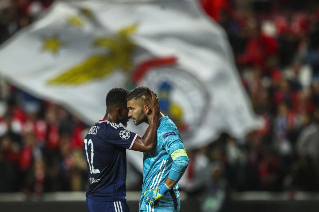 """Thiago Mendes comforts goalkeeper <a class=""""link rapid-noclick-resp"""" href=""""/soccer/players/374091/"""" data-ylk=""""slk:Anthony Lopes"""">Anthony Lopes</a> after a terrible mistake cost Lyon against Benfica in the Champions League. (Getty)"""