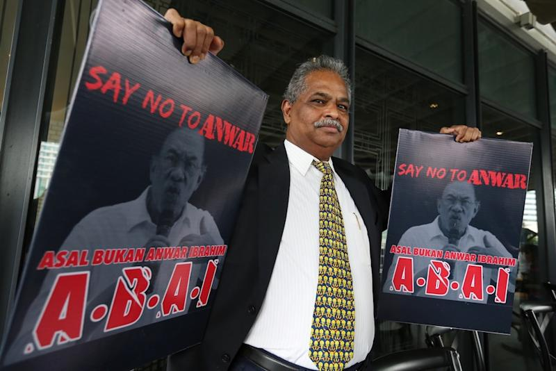 P. Ganapathy holds placards with the slogan 'ABAI — Asalkan Bukan Anwar Ibrahim' during a press conference in Kuala Lumpur July 19, 2019. — Picture by Choo Choy May