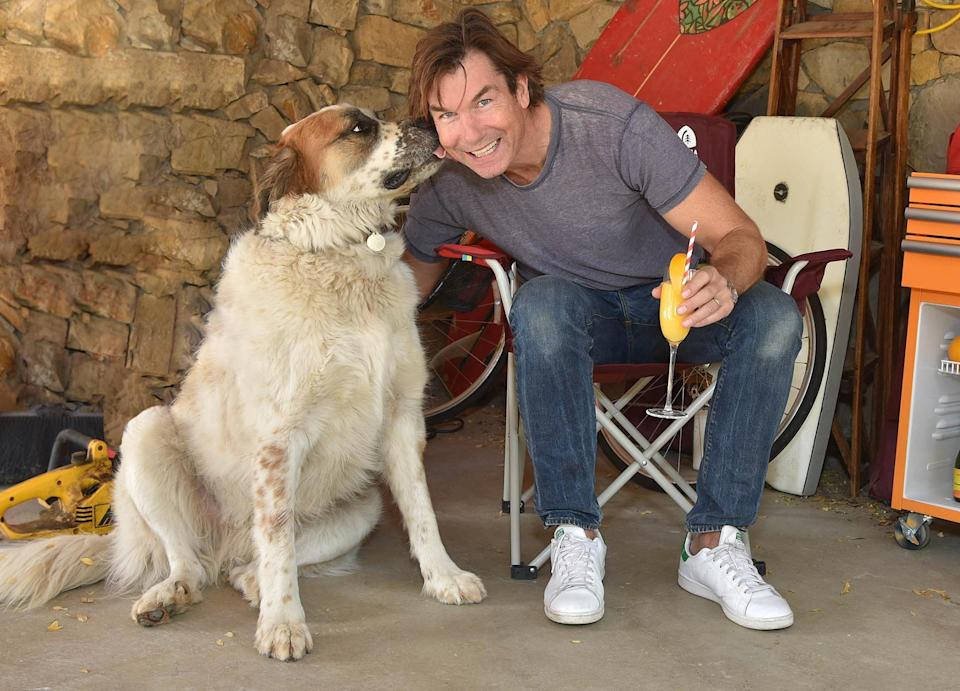 <p>Jerry O'Connell (and his pup!) kicks back with a mimosa made with Tropicana while hanging at home in Los Angeles. </p>