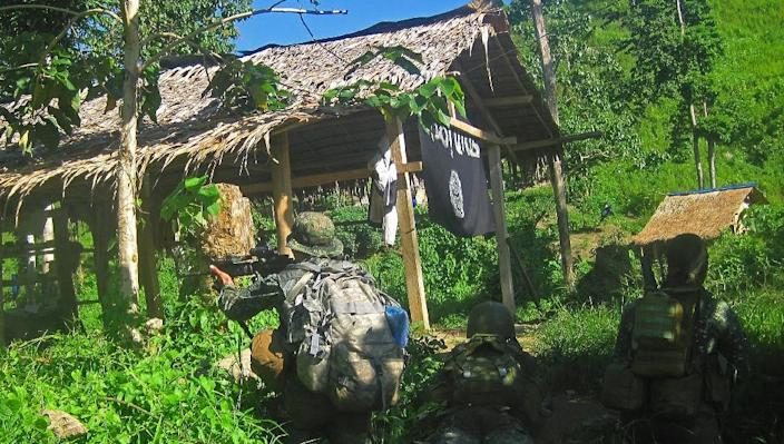 Philippine marines raid the site of a criminal gang that pledged allegiance to Islamic State jihadists, in Palimbang town on Mindanao (AFP Photo/)