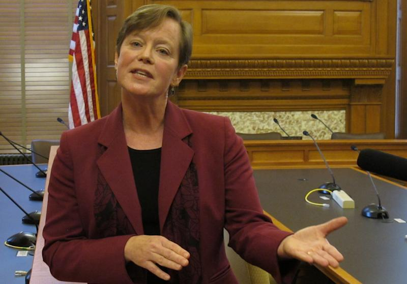 Kan. lawmakers mull changing school bargaining law