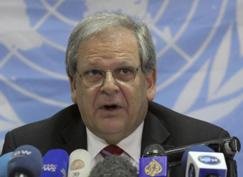 Humanitarian Coordinator for Somalia Mark Bowden speaks to journalists in Nairobi, Kenya, Wednesday, July. 20, 2011.  The Horn of Africa is suffering a devastating drought compounded by war, neglect and spiraling prices, and a U.N. official said Wednesday, that tens of thousands of Somalis have already died in the worst hunger emergency in a generation.  Some areas in the region have not had such a low rainfall in 60 years, aid group Oxfam said. The U.N. needs $300 million in the next two months to cope with the emergency.(AP Photo/Khalil Senosi)
