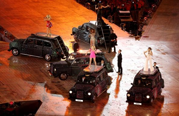 LONDON, ENGLAND - AUGUST 12:   Geri Halliwell, Melanie Brown, Victoria Beckham, Emma Buntonl and Melanie Chisholm of The Spice Girls perform during the Closing Ceremony on Day 16 of the London 2012 Olympic Games at Olympic Stadium on August 12, 2012 in London, England.  (Photo by Rob Carr/Getty Images)