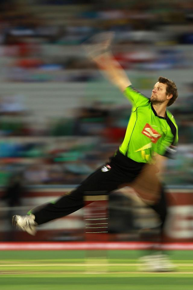 MELBOURNE, AUSTRALIA - JANUARY 08:  Dirk Nannes of the Thunder bowls during the Big Bash League match between the Melbourne Stars and the Sydney Thunder at Melbourne Cricket Ground on January 8, 2013 in Melbourne, Australia.  (Photo by Robert Prezioso/Getty Images)