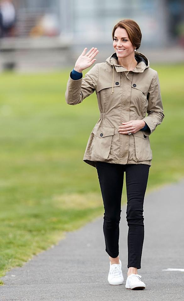 <p>For an eight-day visit to Canada, Kate broke out her black skinny jeans from Zara. If this fast fashion retailer is good enough for the royal, it's good enough for me. Luckily, Zara has plenty of black jeans in stock.<br></p>