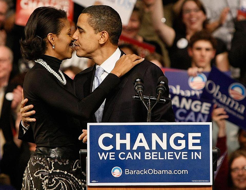 <p>A kiss before the same rally [Photo: Win McNamee/Getty] </p>