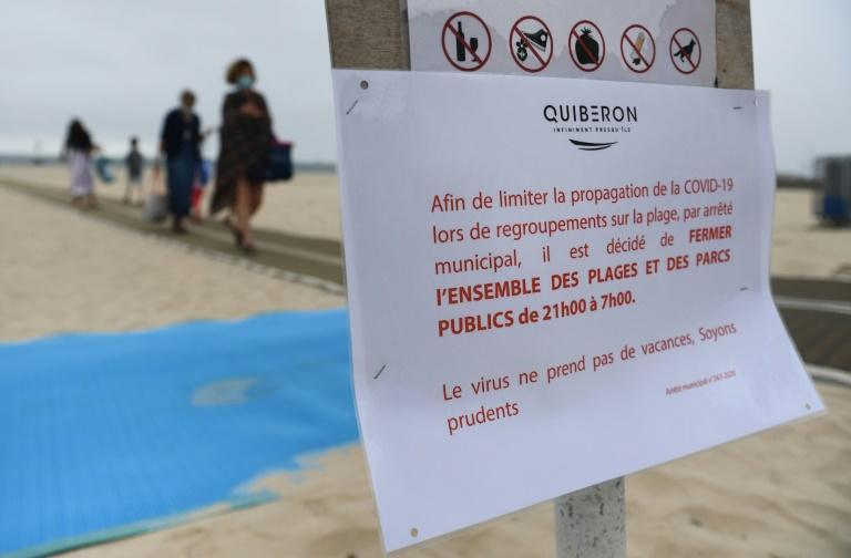 France ordered nighttime curfews for beaches in the Brittany resort of Quiberon on the Atlantic coast, after a fast-spreading coronavirus cluster emerged there last week (AFP Photo/Fred TANNEAU)