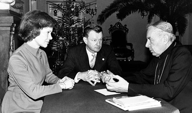 <p>First lady Rosalynn Carter meets with Cardinal Stefan Wyszyński, right, in Warsaw, Dec. 30, 1977. Zbigniew Brzezinski, national security affairs advisors to the President Carter, also attended the meeting. (Photo: White House Pool/AP) </p>