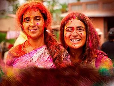 Pataakha movie review: Vishal Bhardwaj proves he's a master storyteller with this mischievously quirky film