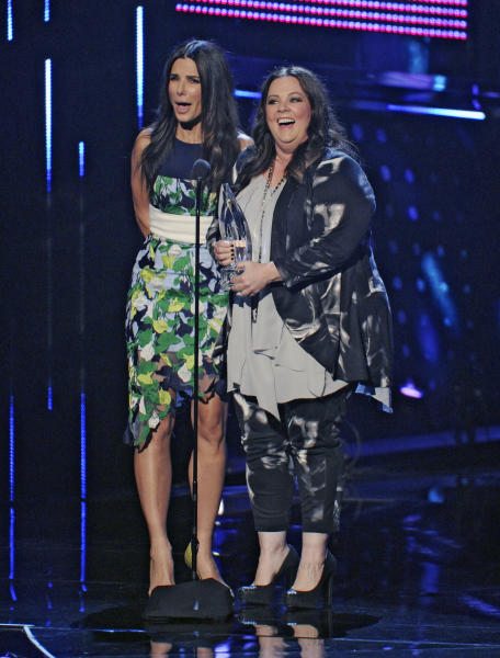 "Sandra Bullock, left, and Melissa McCarthy accept the award for favorite comedic movie for ""The Heat"" at the 40th annual People's Choice Awards at the Nokia Theatre L.A. Live on Wednesday, Jan. 8, 2014, in Los Angeles. (Photo by Chris Pizzello/Invision/AP)"